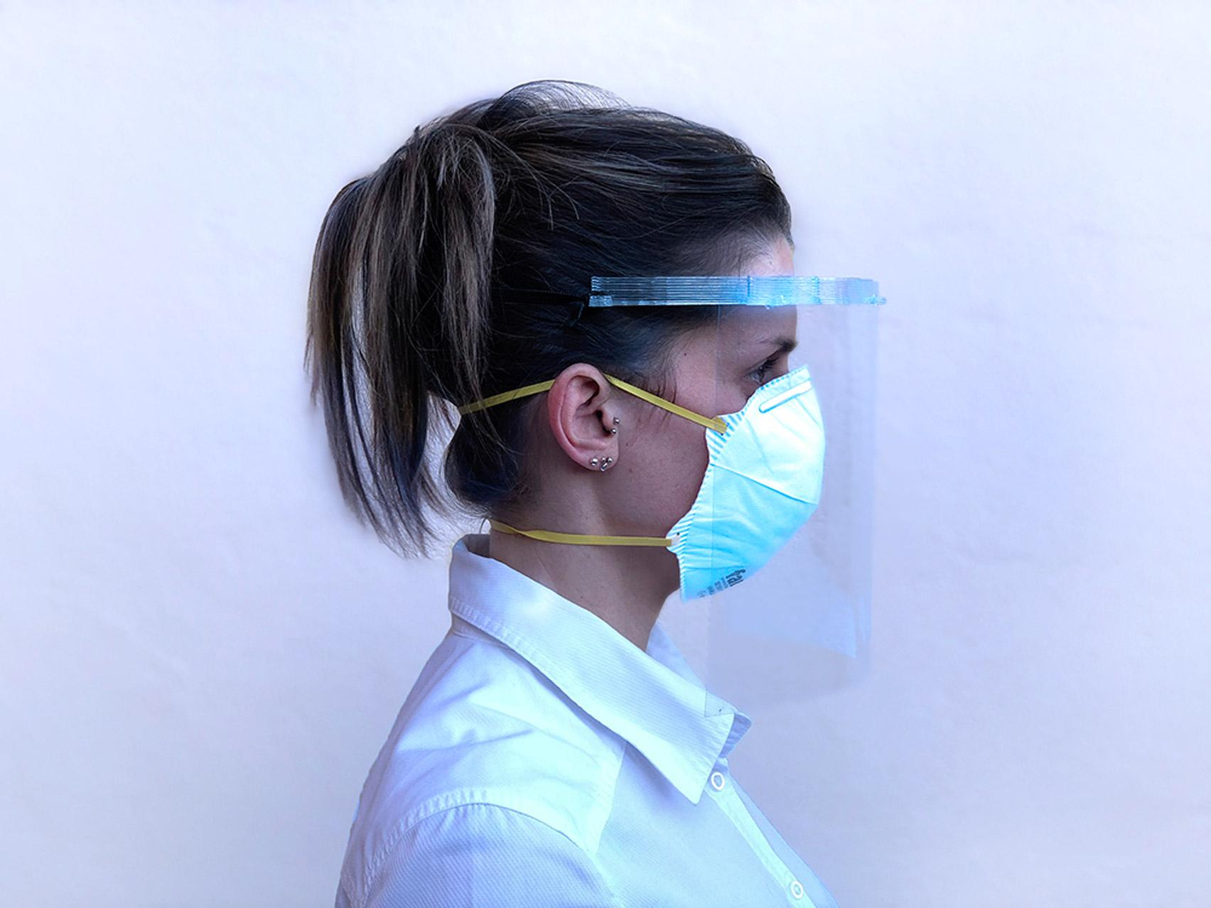 شركة إسبانية تبتكردروعا للوجه ثلاثية الأبعاد للطواقم الطبية التي تعالج مرضى الفيروسات التاجية