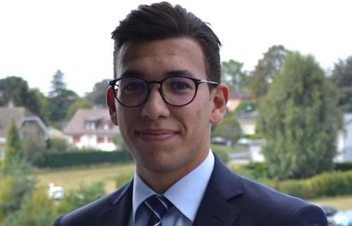 طالب تونسي يحل معادلة فيزيائية حيرت العلماء منذ مئة عام